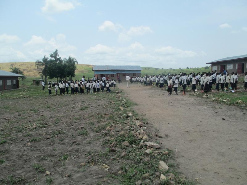 Les-Elèves-dans-la-cour-scolaire