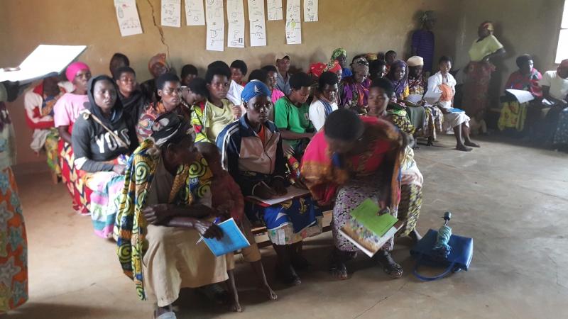 Escuela adultos en Ruanda con la colaboración de Dilaya